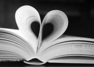 In Büchern steht vor allem das, wonach man selbst sucht. Wer verstehen will, was sein Gegenüber wirklich glaubt, sollte sich nicht damit begnügen, Schriften zu lesen und über die Anderen zu reden. Redet stattdessen mit ihnen! Natürlich immer respektvoll und nie verletzend. Unsere Artikel können euch viele Anhaltspunkte für ein Gespräch geben: Unterhaltet euch mit Anderen über eure Religionen!